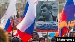 Ozalky birinji wise-premýer Boris Nemtsowyň hatyrasyna guralan ýörişe gatnaşyjylar. Moskwa, 27-nji fewral, 2017