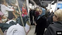Gratë boshnjake në Qendren Përkujtimore Srebrenica