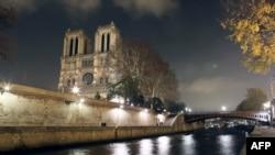 Ֆրանսիա - Փարիզի Աստվածամոր տաճարը և Սեն գետը երեկոյան
