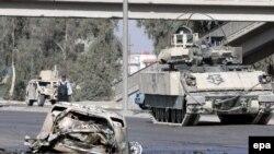 حمله به خودروی شيعيان يک روز پس از تشييع جنازه ديگر شيعيانی است که طی انفجار سه خودرو در نيمه های شب در محل سکونت خود، کشته شدند