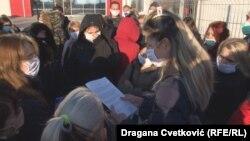 """""""Tražim da se zaustavi hir poslodavca koji radnicima ne obezbeduje adekvatne uslove za rad u vreme epidemije"""", kaže predsednik Saveza samostalnih sindikata Srbije Ljubisav Orbović."""