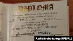 Диплом професора президента-втікача Віктора Януковича