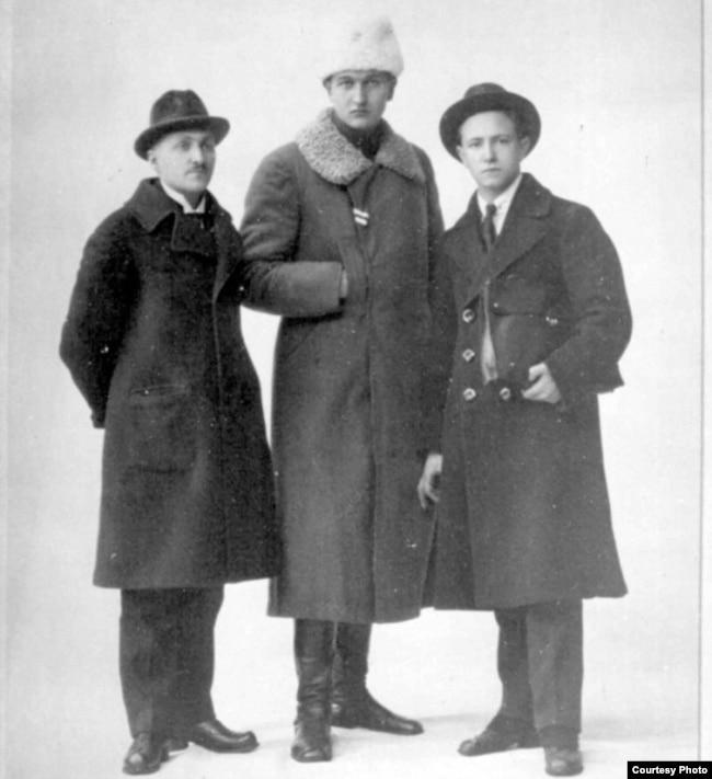 Клаўдзій Дуж-Душэўскі (зьлева), сьнежань 1919 году