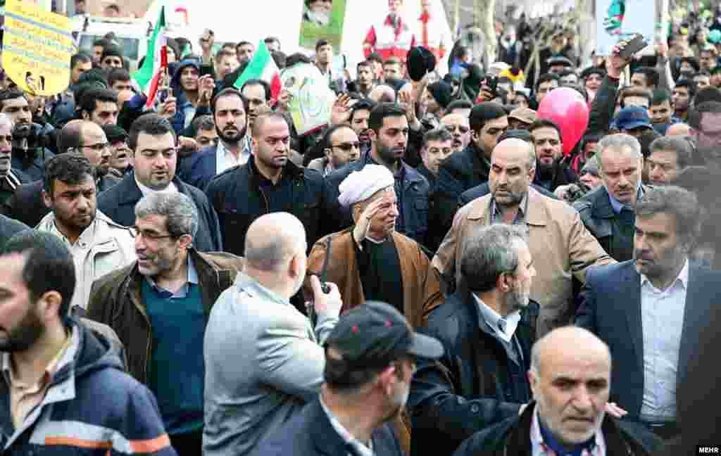 اکبر هاشمی رفسنجانی در حلقه محافظانش