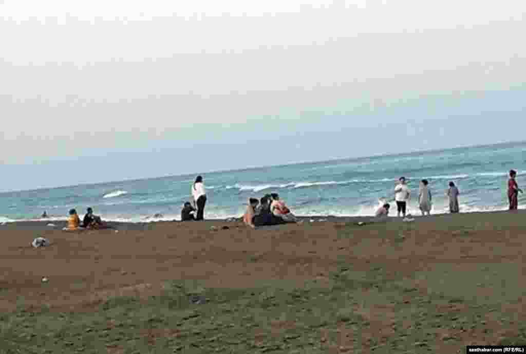 Пляж на Каспийском море, Аваза