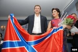 Anna Netrebko cu un lider al separatiștilor pro-ruși la St. Petersburg în decembrie 2014