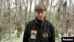Фото Диланна Руфа с его собственного веб-сайта, использовавшееся полицией для розыска подозреваемого в массовом убийстве афроамериканцев