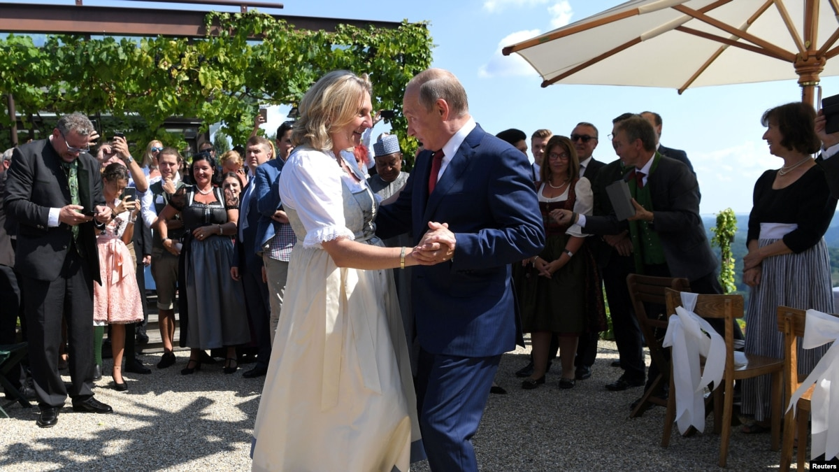 Танцы с Путиным. Закулисье свадьбы главы МИД Австрии – фото