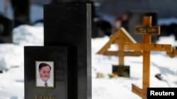 Надгробный памятник на могиле адвоката Сергея Магницкого.