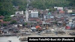 تلاشهای ماموران عملیهنجات برای یافتن افرادی که در نتیجهوقوع آتشفشان و بروز سونامی اخیر در اندونیز متاثر شدهاند، ادامه دارد.