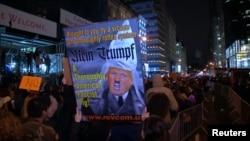 Протесты после победы на президентских выборах Дональда Трампа