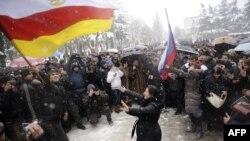 Поддржувачите на Ала Џиоева протестираат во Цхинвали.