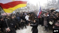 Рано или поздно в Южной Осетии сами собой сдуются партии, представленные разве что их создателями, и у разного рода авантюристов из России пропадет интерес ловить рыбу в мутной воде