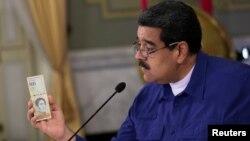 Президент Венесуэлы Николас Мадуро представляет новые банкноты, 25 июля 2017 года