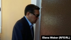 Бұрынғы премьер-миинстр Серік Ахметов сот залында. Қарағанды, 28 шілде 20105 жыл.