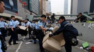 Honq-Konq polisi etirazçıları həbs edib