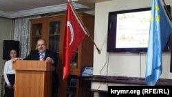 Лидер крымских татар Рефат Чубаров выступает в Турции перед представителями крымско-татарской диаспоры.