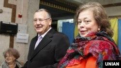 Анатолій Гриценко і його дружина Юлія Мостова 26 жовтня 2014 року
