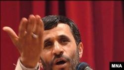 روزنامه جمهوری اسلامی از محمود احمدی نژاد خواسته از پرونده هسته ای بهره برداری نکند.