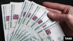 Укрепление рубля к доллару может компенсировать инфляционное давление, полагает часть экспертов