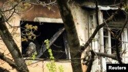 Пострадал многоквартирный дом на улице Кайсына Кулиева, где оборонялись боевики