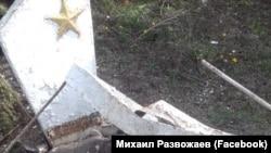 Поврежденная могила в поселке Сахарная Головка, Севастополь