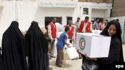 توزيع مساعدات غذائية على العراقيين