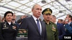 ولادیمیر پوتین در نمایشگاه تسلیحاتی «احیای قدرت نظامی روسیه»