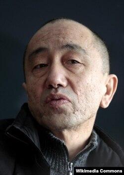 Кинорежиссер Дәрежан Өмірбаев.