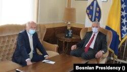 Valentin Inzko (lijevo), visoki predstavnik u BiH i Šefik Džaferović (desno), član Predsjedništva BiH.