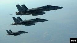 АҚШ Флотига қарашли F-18E русумидаги учқичлар.