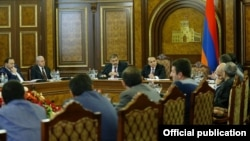 Armenia - Prime Minister Hovik Abrahamian chairs a meeting with senior government officials and exporters, Yerevan, 1Dec2015.