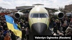 Літак Ан-178 на території заводу «Антонов» у Києві, квітень 2015 року