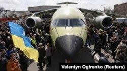 Літак Aн-178, одне з досягнень концерну «Антонов»