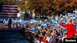 Хиллари Клинтон выступает перед избирателями в штате Пенсильвания, 7ноября 2016 года