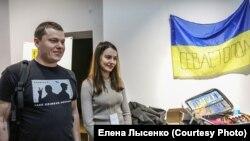 Правозащитник Владимир Чекрыгин на выставке «Чемоданы правозащитников»