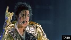 Майкл Джексон выступает в Москве 17 сентября 1996 года.