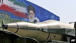İran İnqilab Qvardiyası raketlərini nümayiş etdirir, Tehran, 22 sentyabr 2011