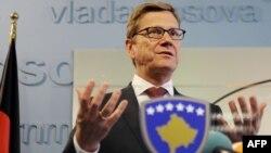 Германскиот министер за надворешни работи Гидо Вестервеле за време на посетата на Косово