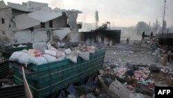 Все, что осталось от гуманитарных грузов, которые перевозил разбомбленный 19 сентября конвой ООН
