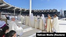 За оцінками влади ОАЕ, на месу 5 лютого зібралися понад сто тисяч людей