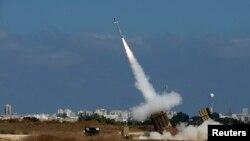 """Перехват системой """"Железный купол"""" ракеты, выпущенной по Ашдоду на юге Израиля. 9 июля 2014 года."""