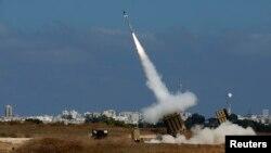 Израильдің зымыраннан қорғаныс жүйесі Газа секторынан атылған зымырандарды атып түсіріп жатыр. 9 шілде 2014 жыл.