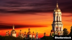 Згідно з ухваленими змінами в законодавстві, релігійні організації, підпорядковані Російській православній церкві, повинні відтворювати це у своїй назві