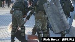 Belarus, Minsk, arestări ale protestatarilor făcute de poliție