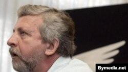Европарламент поощрил Милинкевича за свободу мысли