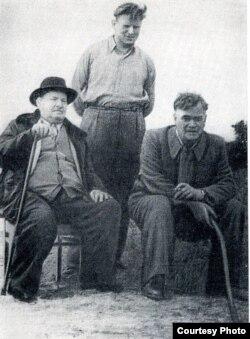 Я. Колас, М. Танк, М. Лужанін на возеры Нарач