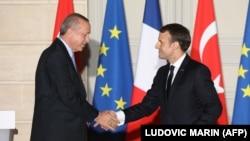 امانوئل مکرون رئیس جمهور فرانسه حین ملاقات با رجب طیب اردوغان همتای ترکی اش در پاریس