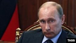 Ресей президенті Владимир Путин құқық қорғаушылармен кездесуде отыр. Ресей, 10 шілде 2012 жыл.