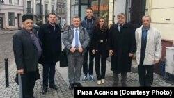 Риза Асанов с коллегами (третий слева)